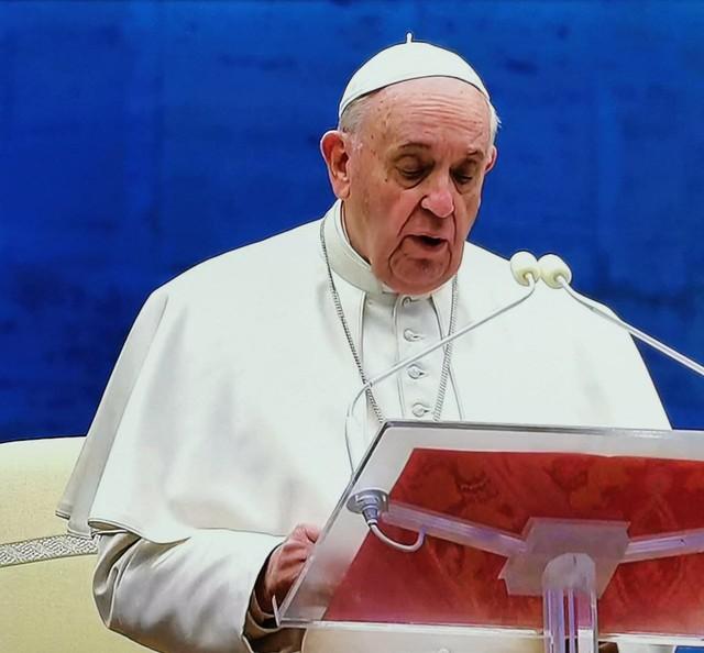 Papà Francesco in piazza San Pietro, ci benedice con l'Indulgenza plenaria
