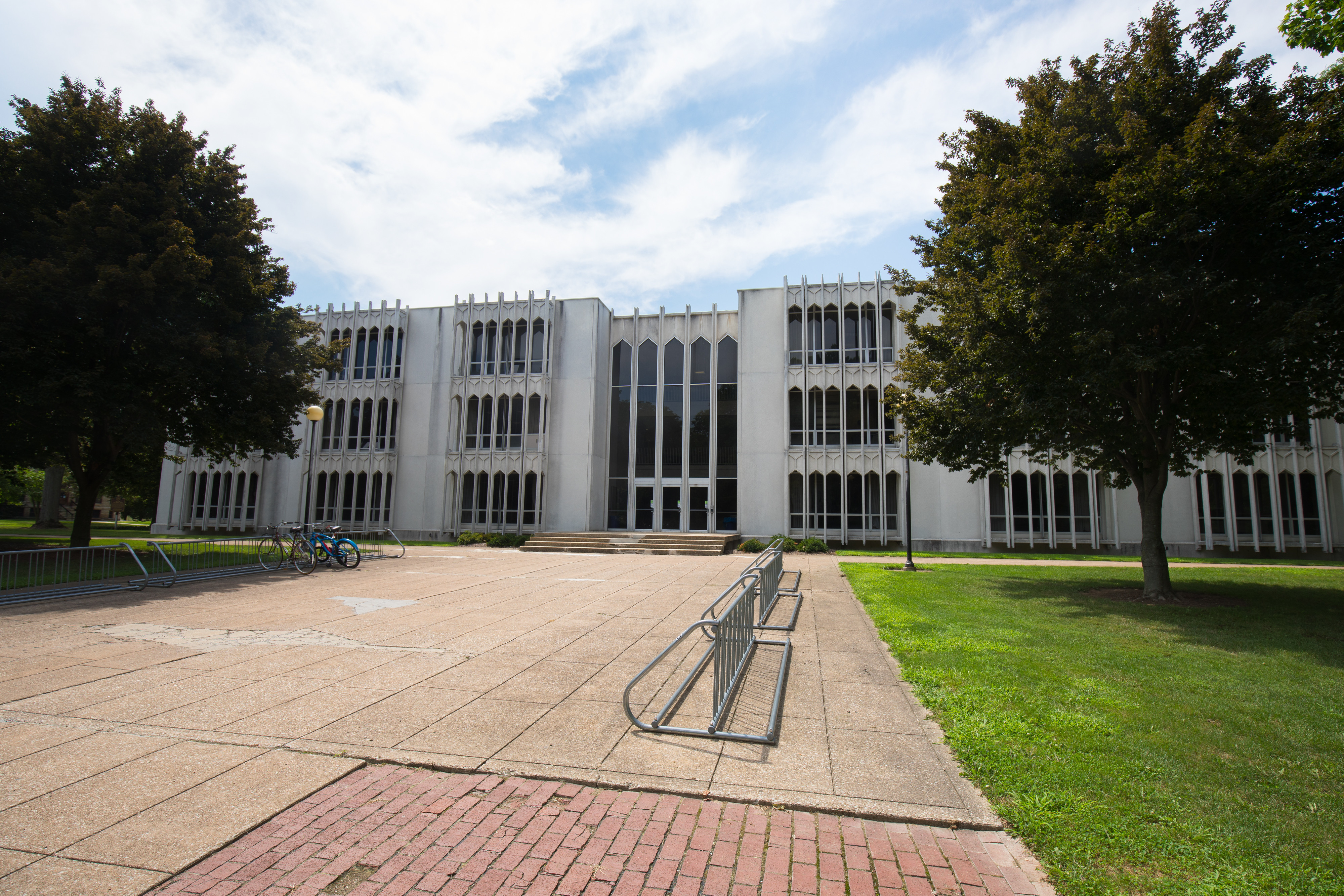 King Memorial Building is the main classroom building at Oberlin College for social sciences, humanities, math, and computer science classes.