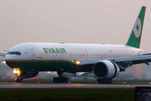 eva air boeing 777300er 777300 b77w b773 77w 773 b777 777 b777300 b777300er br london heathrow airport lhr egll fraser murdoch aviation aircraft plane china taipei taoyuan taiwan b16706 b 16706 chinese runway 09l widebody canon eos 650d landing slow slowing spring reverse thrust sunset