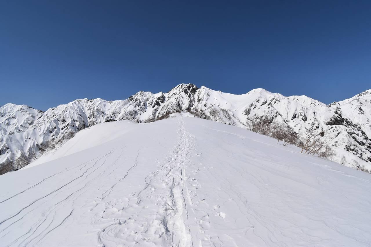 3月の北アルプス・遠見尾根 日帰り雪山登山(高速バス利用)