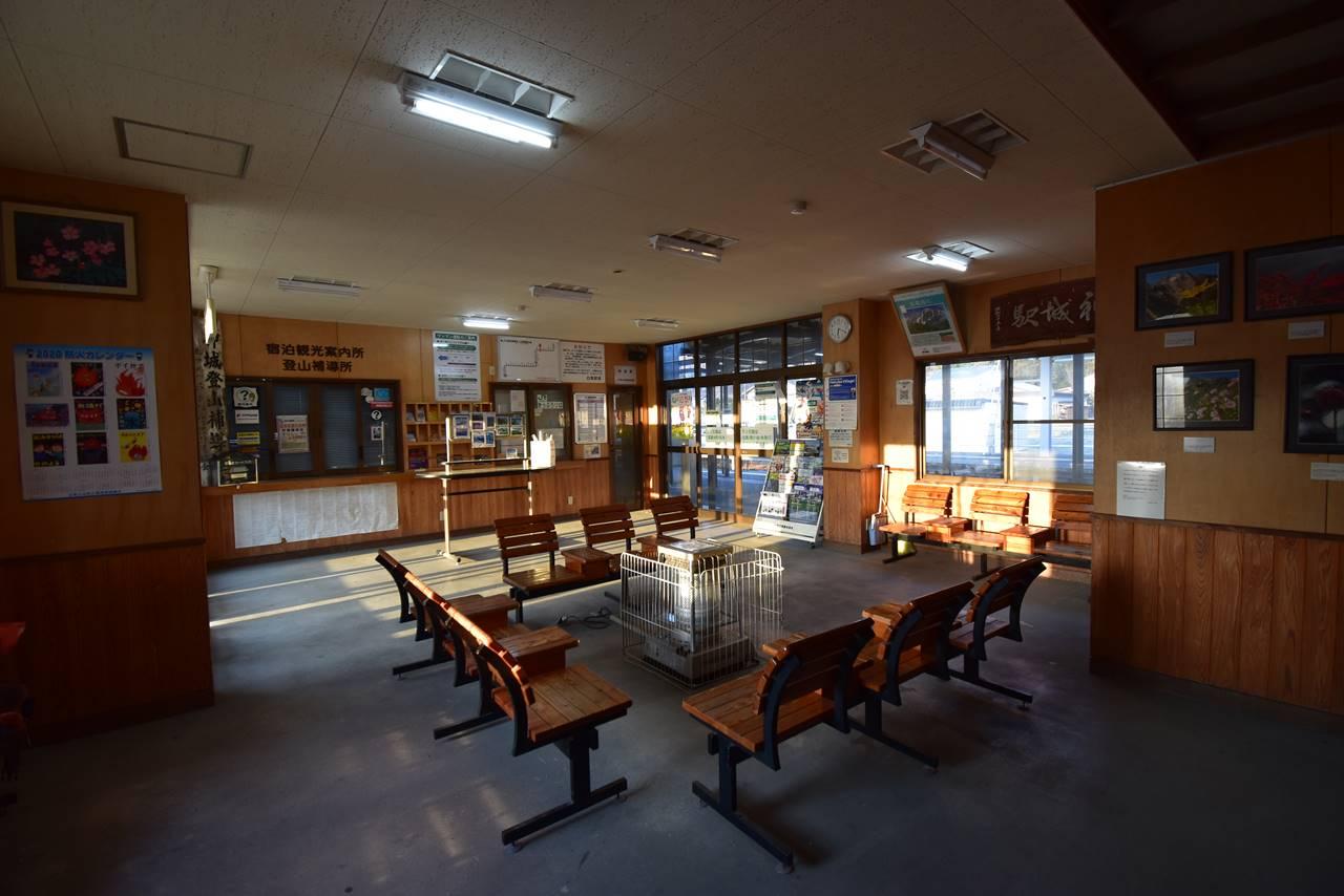 神城駅待合室