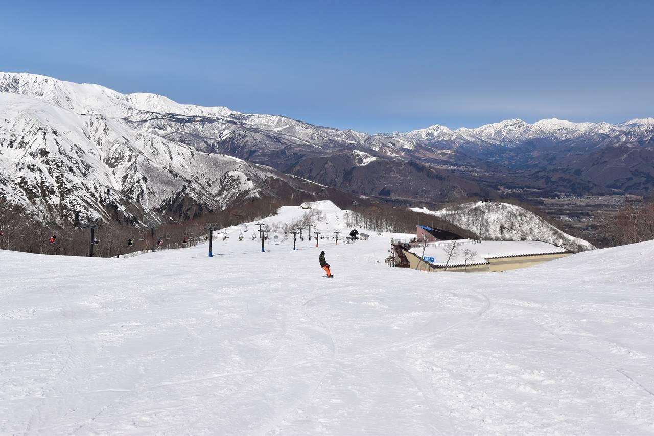 冬の遠見尾根登山 ゲレンデを歩いてゴンドラ乗り場へ