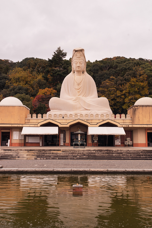 25kyoto-ryozenkannon-memorial-architecture-japan-travel