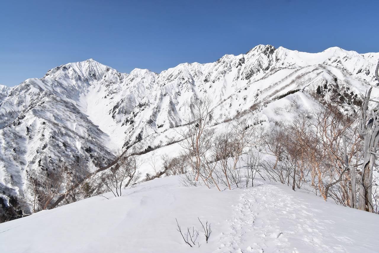 冬の鹿島槍ヶ岳と五竜岳