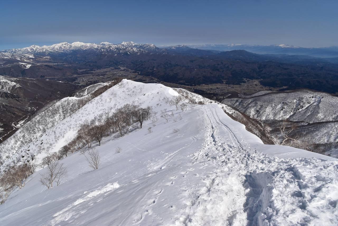 冬の遠見尾根から眺める北信五岳