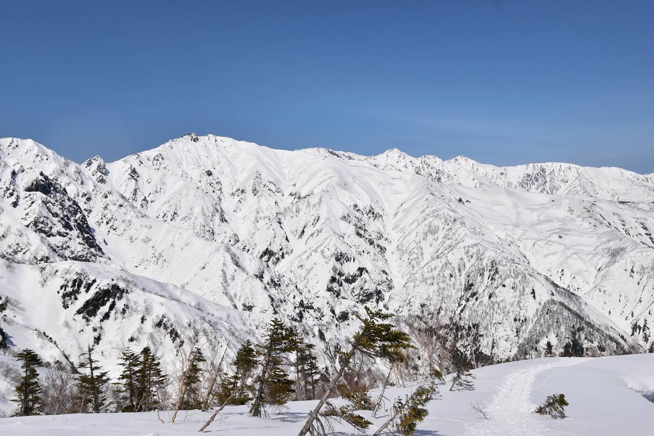 冬の小遠見山からの唐松岳と白馬三山