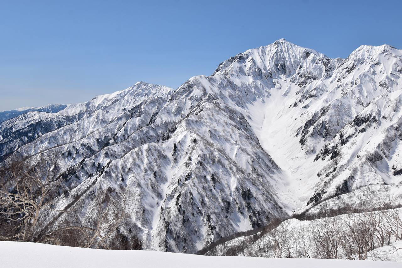 雪の鹿島槍ヶ岳と爺ヶ岳