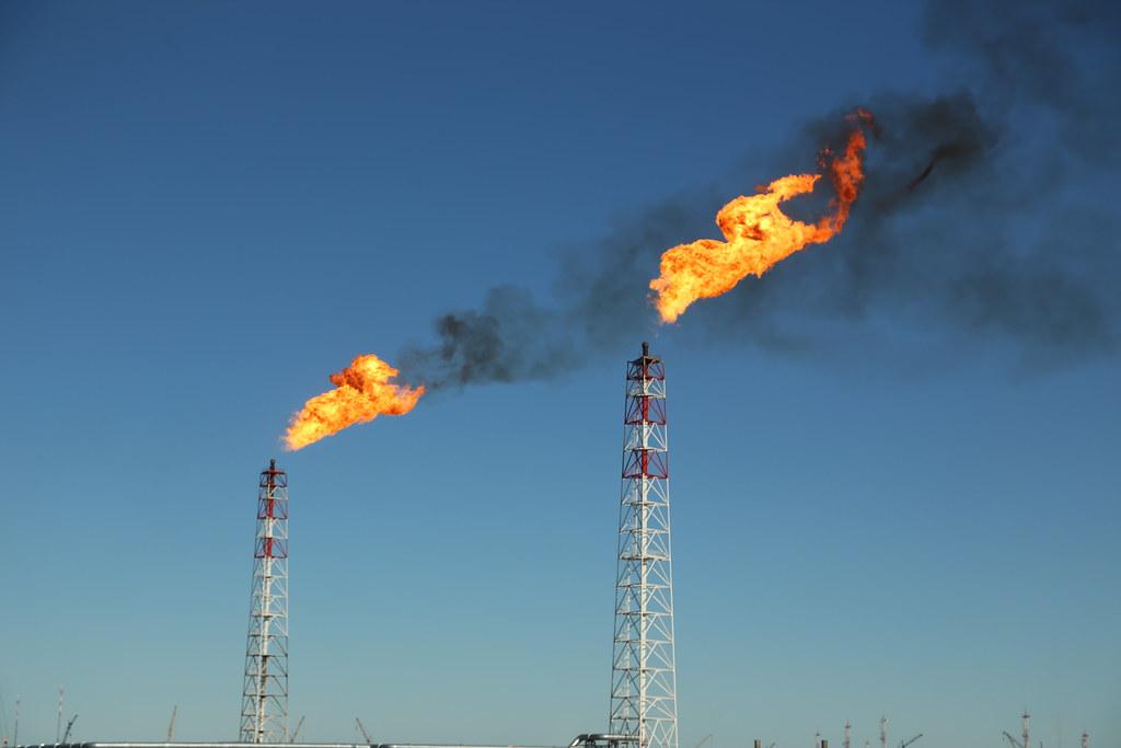 Теперь в Америке некоторые нефтяники уже доплачивают за свою нефть, лишь бы её IMG_3782