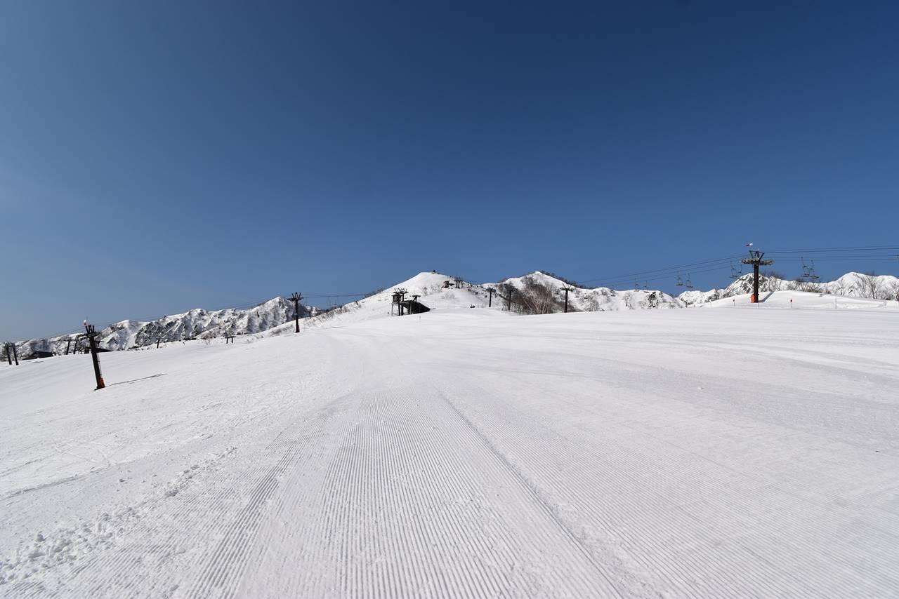 エイブル白馬五竜スキー場ゲレンデを歩いて遠見尾根へ