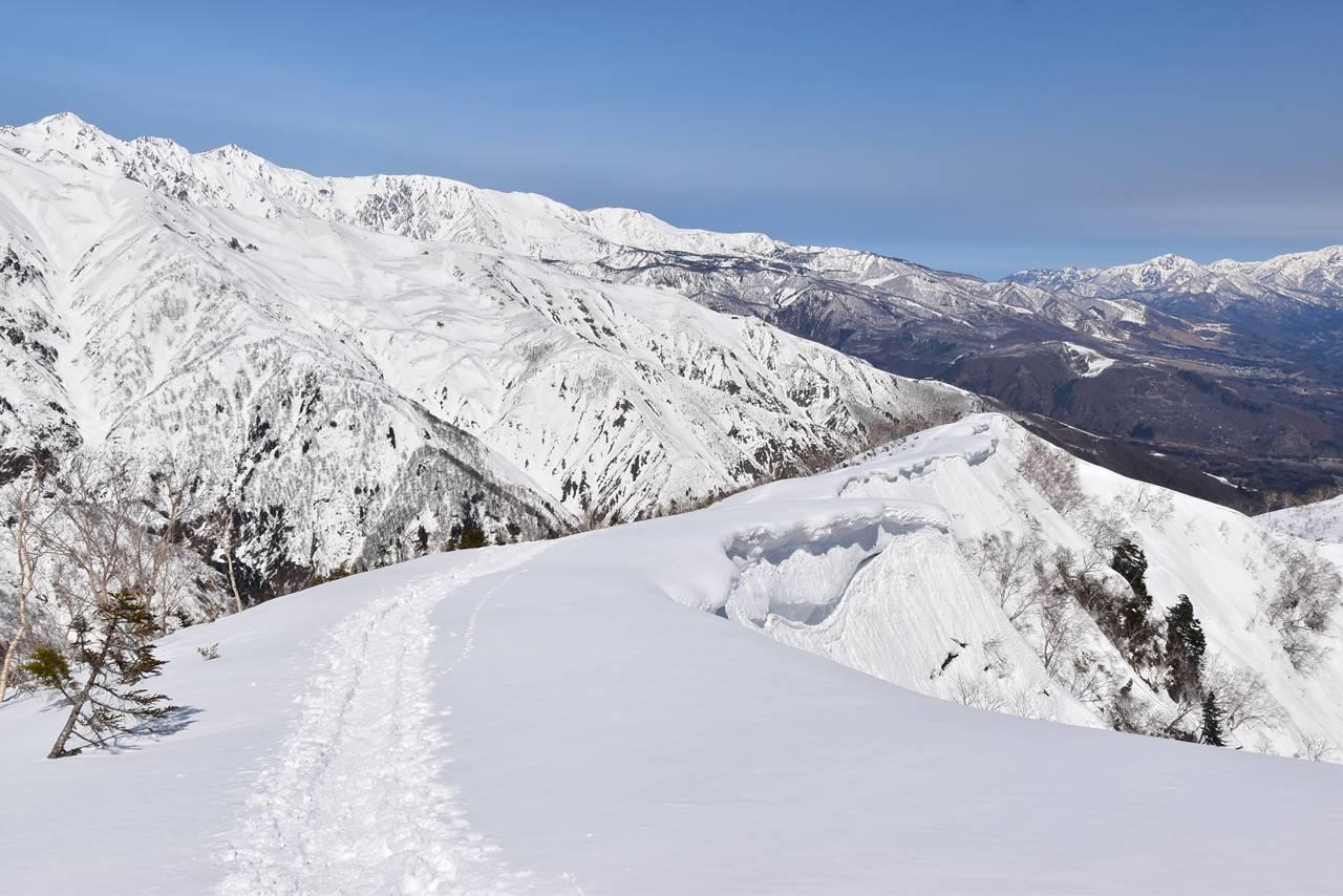 小遠見山からスキー場へ下山