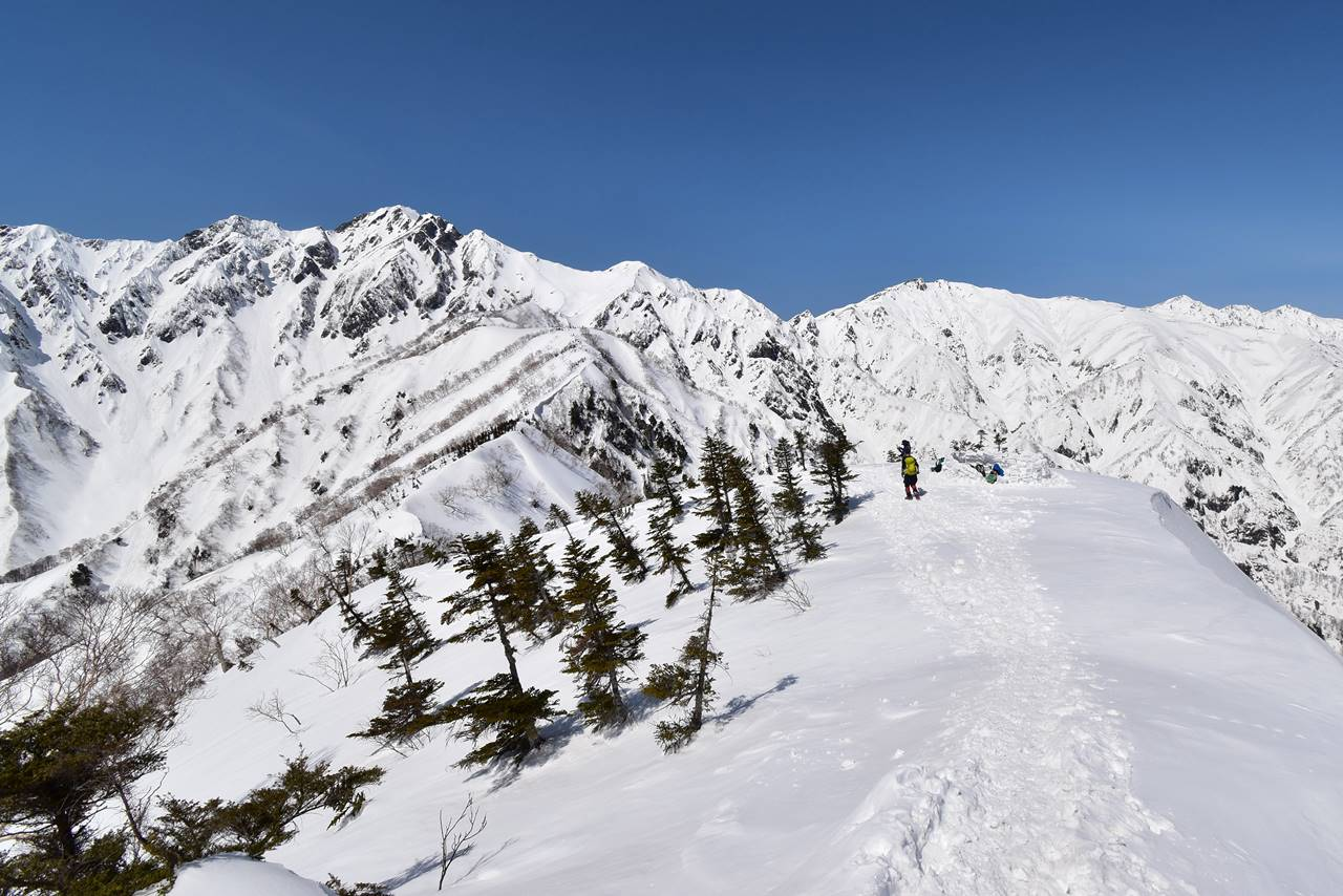 中遠見山から眺める五竜岳と唐松岳