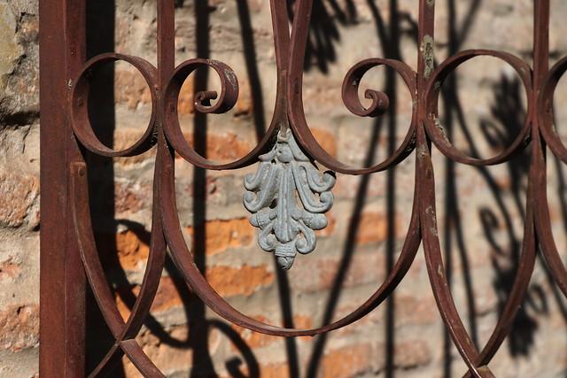 Detalle de una puerta de reja
