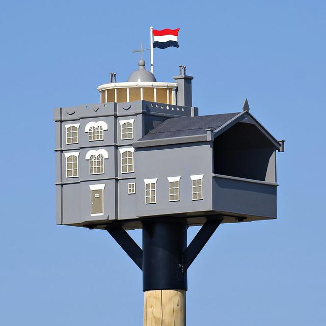 Vuurtoren van Watum als vogelkast-Lighthouse of Watum as birdhouse