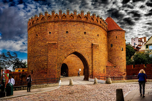 The Barbican: The Fortyfikacje staromiejskie (fortification wall and gate) of the Old Town on the northern side on Nowomiejska (street), Warsaw, Poland.  831-Edita