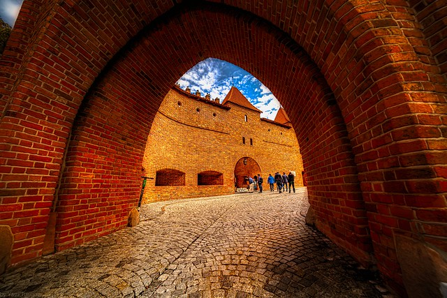 The Arch of the Barbican: The Fortyfikacje staromiejskie (fortification wall and gate) of the Old Town on the northern side on Nowomiejska (street), Warsaw, Poland. 838a
