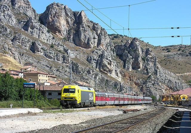 Talgo País Vasco-Alicante pasando por Pancorbo