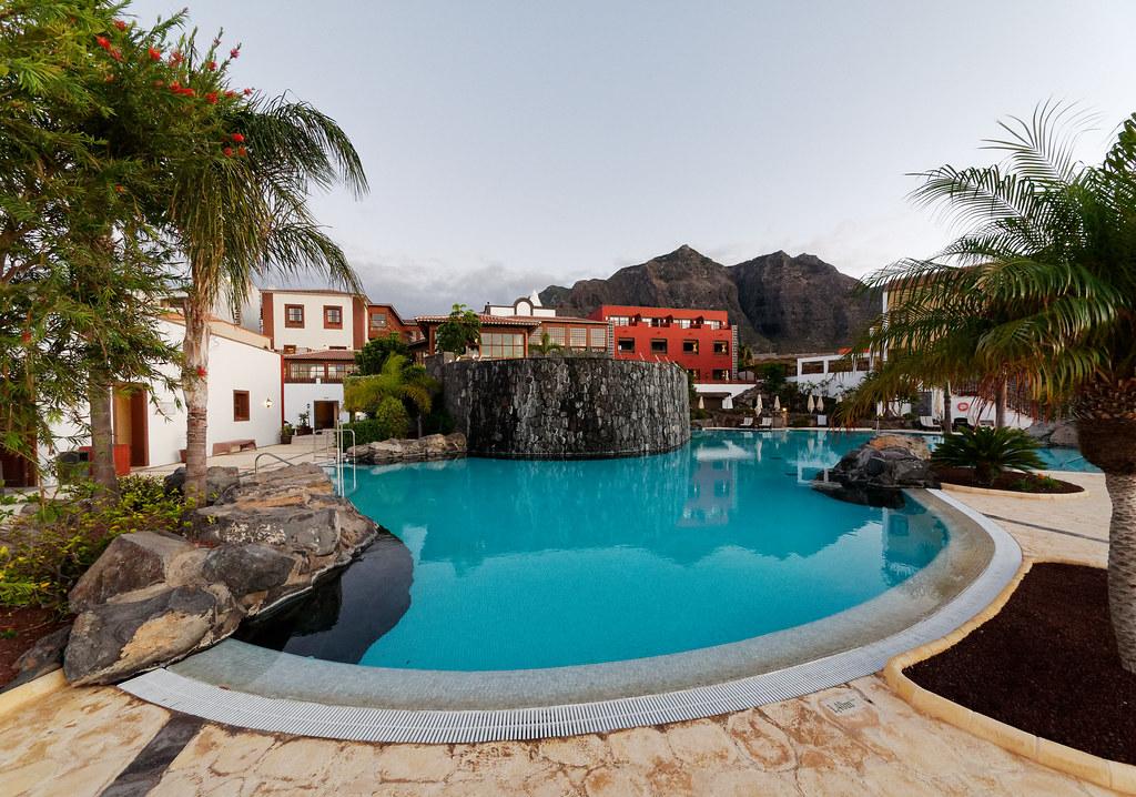 L'hôtel Melia del Conde devant les montagnes du Teno