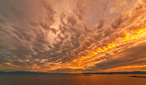 sunset sundown cloud clouds cloudy salishsea pacific ocean juandefuca hollandpoint jamesbay victoria canada britishcolumbia