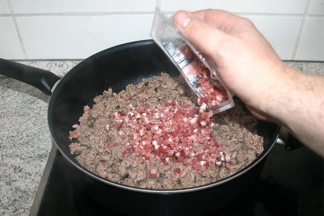 14 - Speckwürfel dazu geben / Add diced bacon