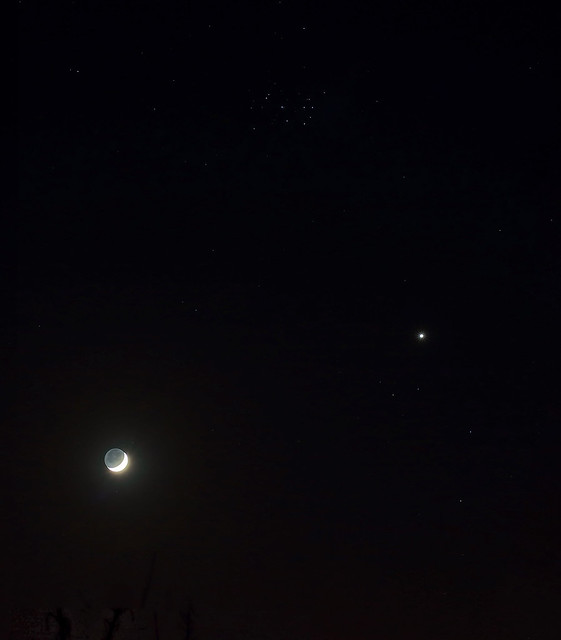 Celestial triangle (Venus, the crescent Moon and the Pleiades)