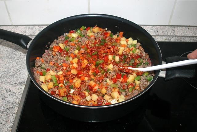 25 - Tomatenmark anrösten / Roast tomato puree