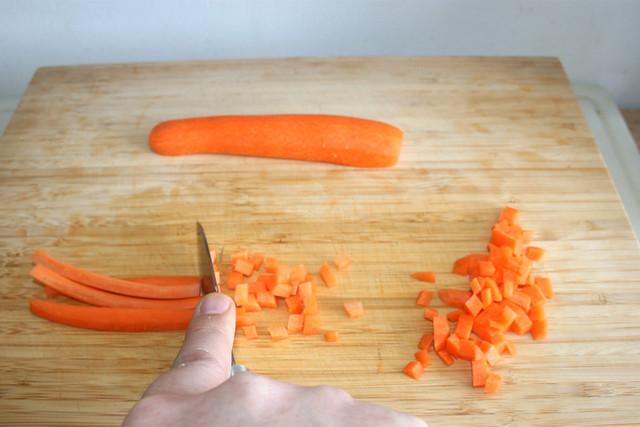 04 - Möhre würfeln / Dice carrot
