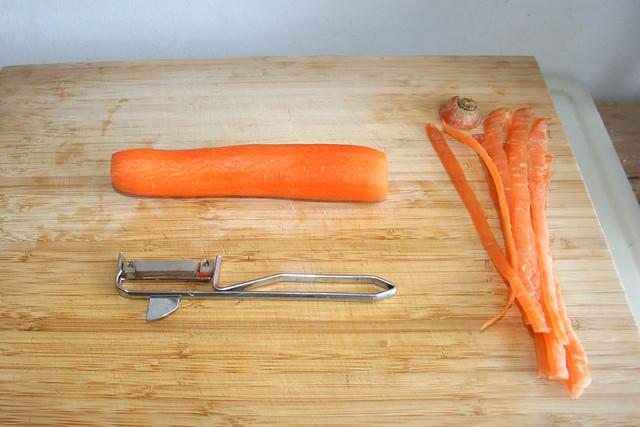 03 - Möhre schälen / Peel carrot