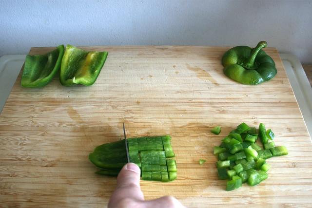 02  - Grüne Paprika würfeln / Dice green bell pepper