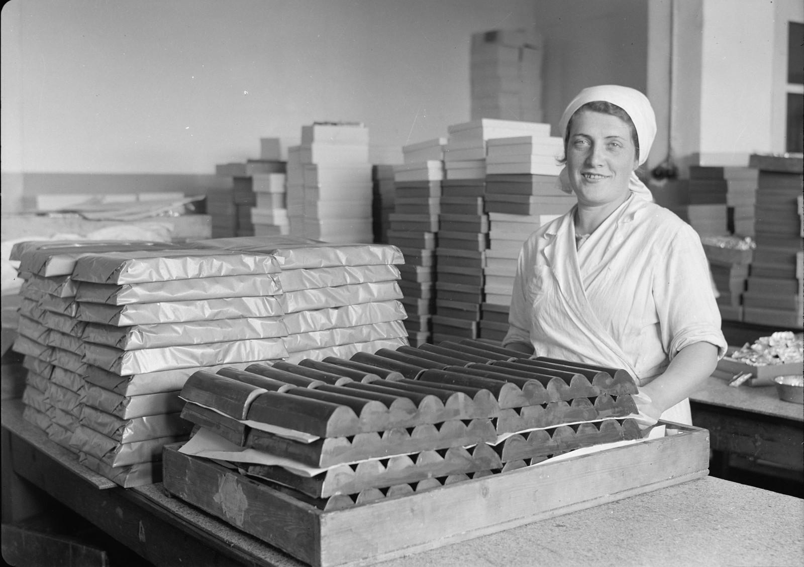 07. Упаковка крупных брикетов для приготовления шоколада