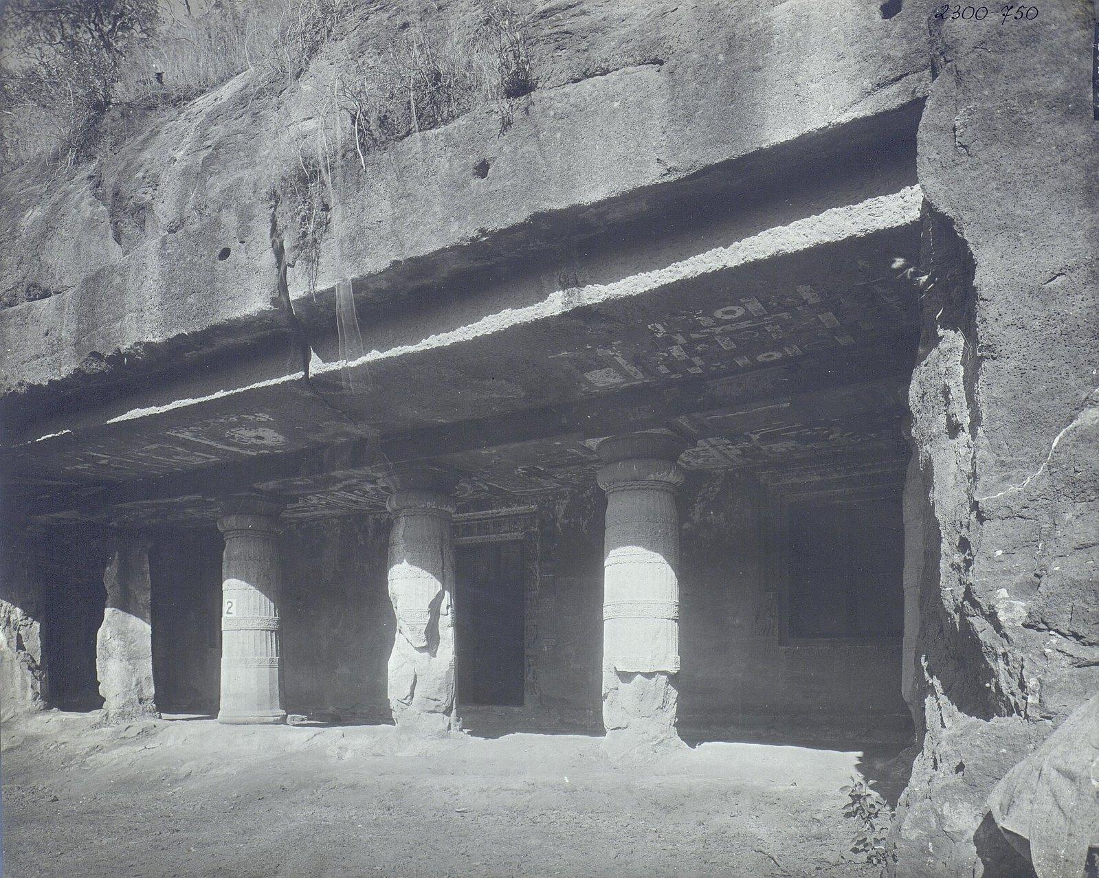 Аджанта (общий вид второй пещеры)