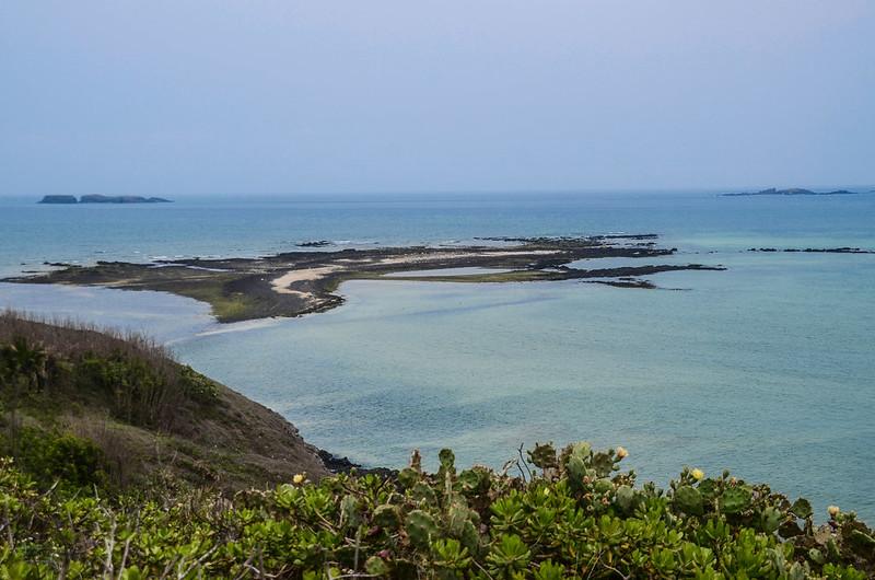 奎壁山山頂北望番黍仔尾嶼(前)、雞善嶼(後左)、錠鉤嶼(後右) (2)