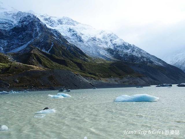 胡克湖 Hooker Lake上有很多浮冰