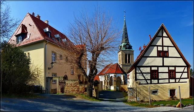 Dorfkirche und Pfarrhaus zu Ottendorf
