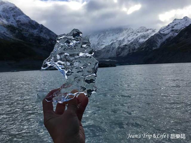 胡克湖上的小碎冰真的很晶瑩剔透
