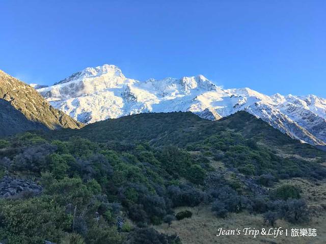 被白雪覆蓋住的山真美麗