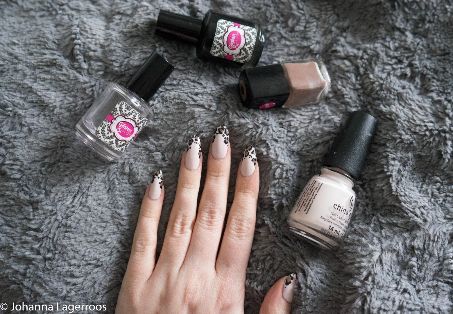 Neutral nail art