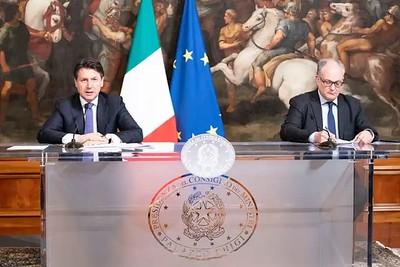 conferenza stampa Conte-Gualtieri