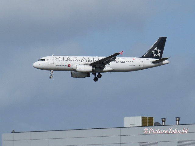 "TK1961 Turkish Airlines Airbus 320 (TC-JPS) ""Star Alliance livery"" from Istanbul arriving at Schiphol Amsterdam"