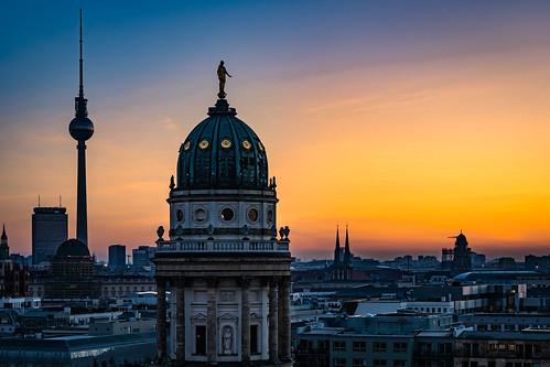 sonnenaufgang berlin französischer dom fernsehturm sunrise french cathedral television tower