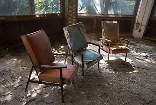 three chairs LV4A1173