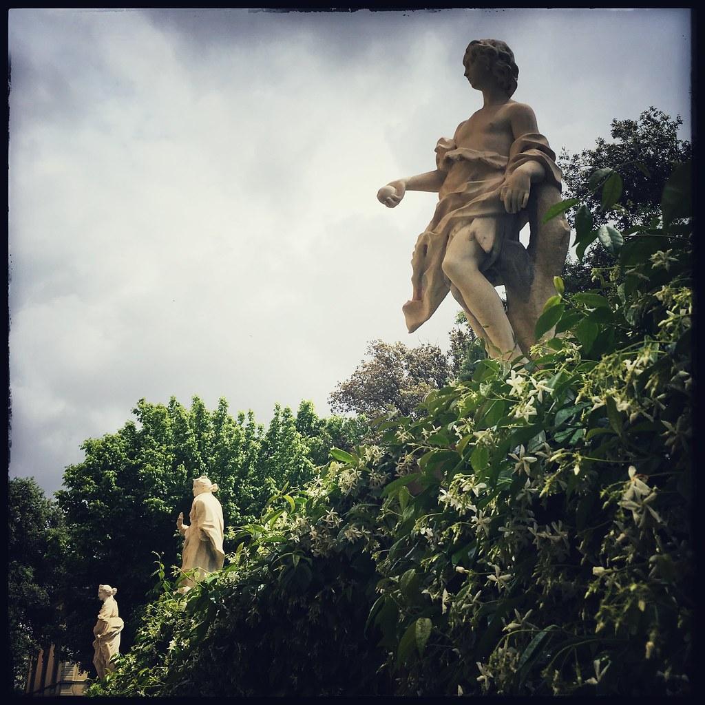 Sguardi all'infinito #adsi #adsi2019 #adsitoscana #statua #persempre #giardinopalazzopandolfini #firenze #florence #occasione