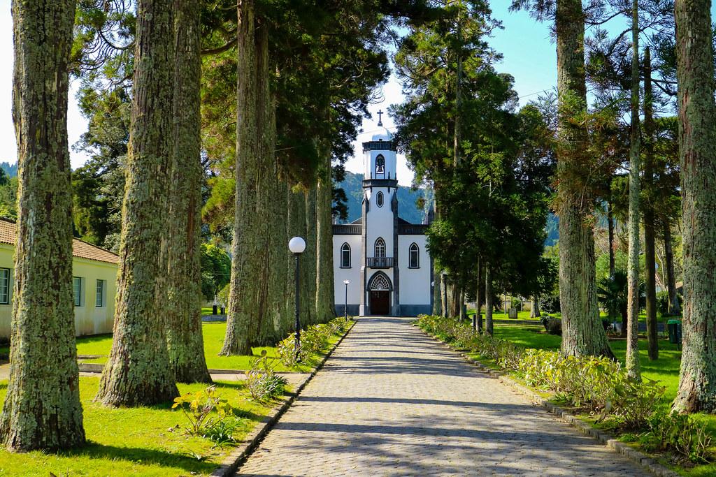 Fachada de la iglesia de São Nicolau en el pueblo Sete Cidades