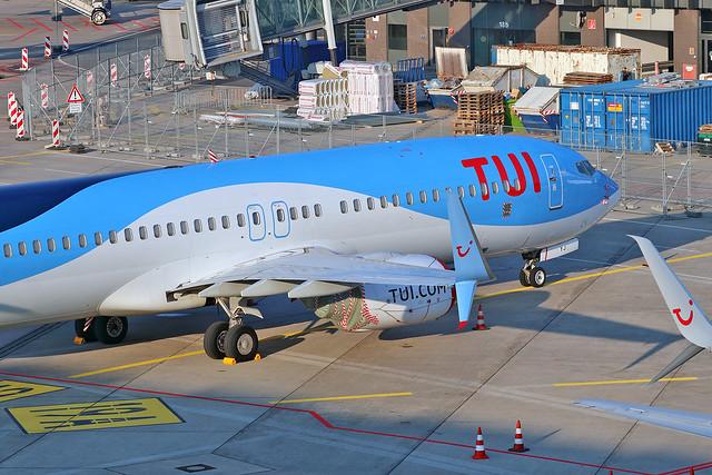 Boeing B737-86N(WL) - D-ATYJ - HAJ - 28.03.2020(4)