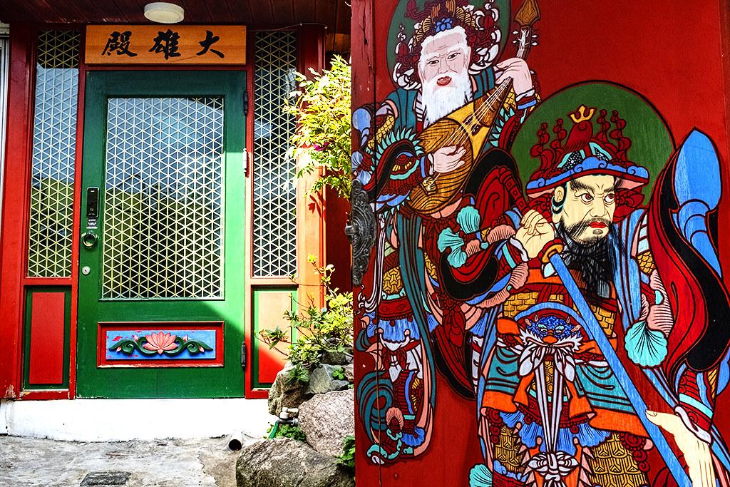 Neighborhood Buddhist temple in Seodaesin-dong--Busan 3