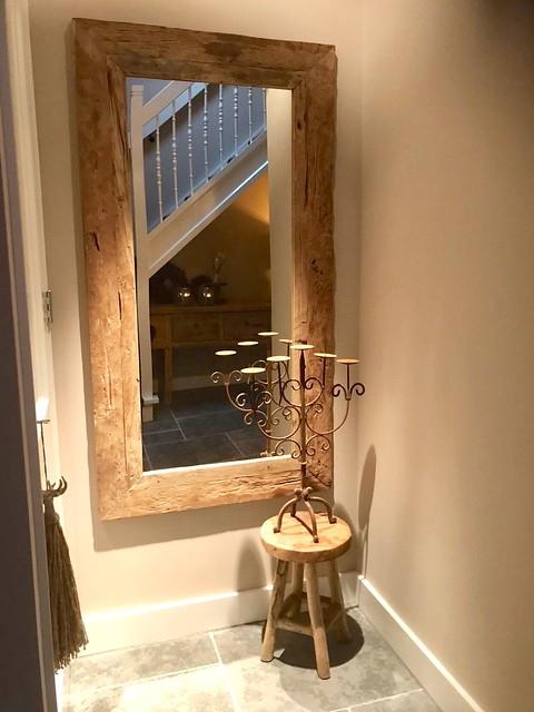 Grote houten spiegel hal kruk met kandelaar
