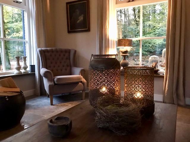 Windlichten salontafel klassieke fauteuil