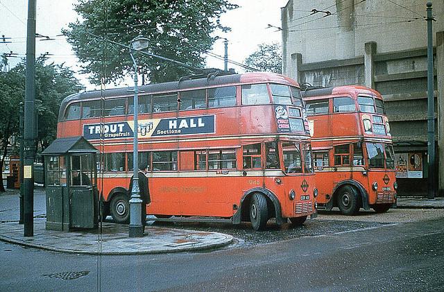 2x trolley buses