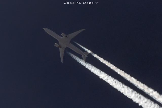 United Airlines B777-322ER N278U