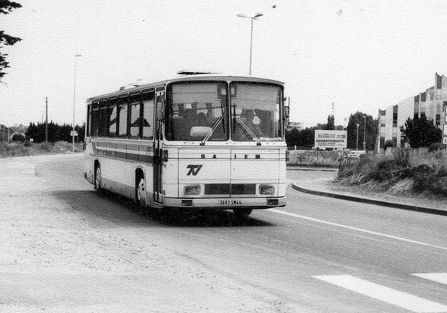 77 [F] 3681 SN 44 Saviem E7 C49F Verney Le Pouligen 8-7-82