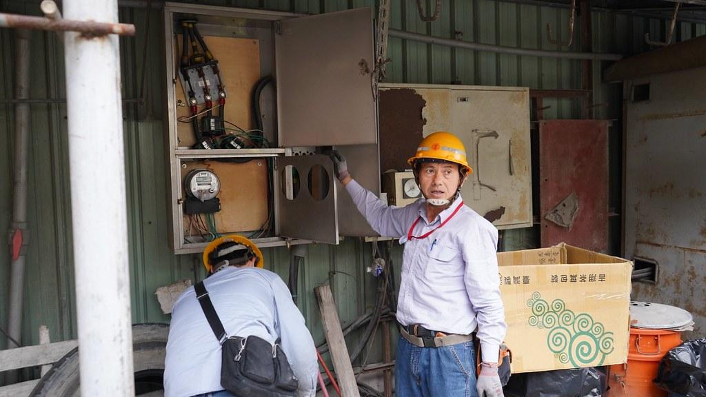 五股區鑽億預拌混凝土廠長期違規營業,新北市府依工廠管理輔導法執行斷電處分,展現市府取締非法工廠的決心。